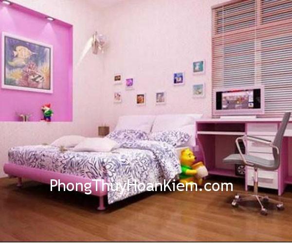 phong tre Treo tranh trong phòng trẻ nhỏ
