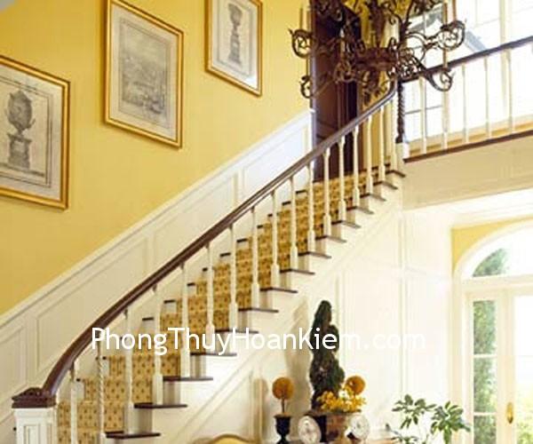 tranh cau thang1 Tranh treo trên cầu thang, hành lang