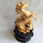 g110.1 150x150 Ngựa ngọc vàng trên như ý vàng đế gỗ tròn G110A
