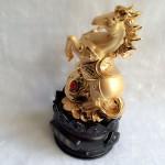 g110.2 150x150 Ngựa ngọc vàng trên như ý vàng đế gỗ tròn G110A