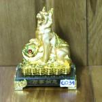 c034a cho san vang 150x150 Chó vàng nhỏ trên bao tải tiền C033A