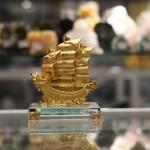 c192a thuyen rong nho 150x150 Thuyền buồm vàng nhỏ đế thủy tinh C192A