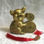 d298.1 150x150 Vua heo đồng tài lộc ôm tiền vàng chiêu tài tấn bảo D298