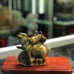 d300.3 150x150 Đại đế heo đồng cõng bắp cải trên đồng tiền vàng(chiêu tài tấn bảo) D300