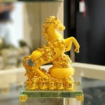 ln133 vua ngua kim sa 1 150x150 Vua ngựa kim sa vàng đế thủy tinh LN133