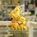ln133 vua ngua kim sa 150x150 Vua ngựa kim sa vàng đế thủy tinh LN133