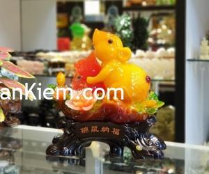tm003 chuot cam mau don 300x250 Chuột ngọc cam trên mẫu đơn ôm hồ lô TM003